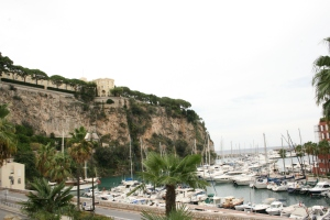 Walking along Port de Fontvielle