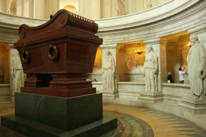 Napoelon's tomb surrounded by several white marble statues