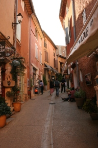 Wandering down the streets of Roussillon